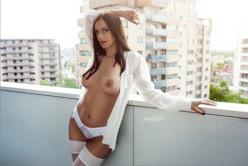 Hot Nude Chat with DesignerCallia